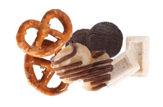 Hershey's Cookies 'n' Creme Popped Snack Mix